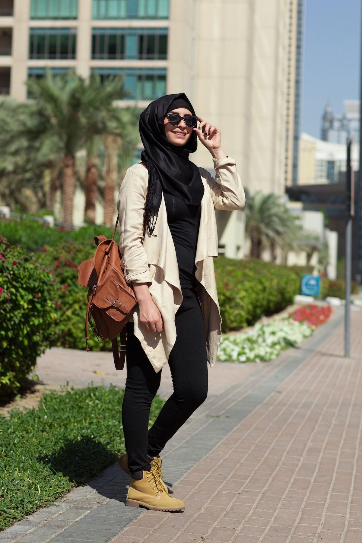 Casual hijab warna hitam