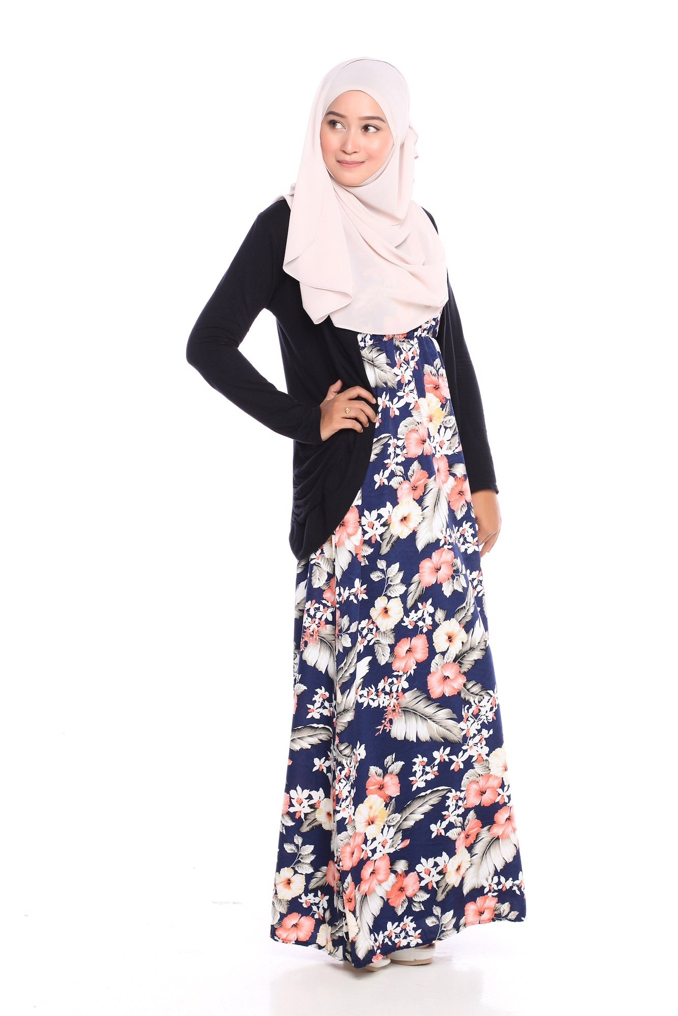 Casual hijab dengan warna pastel dan rok bunga