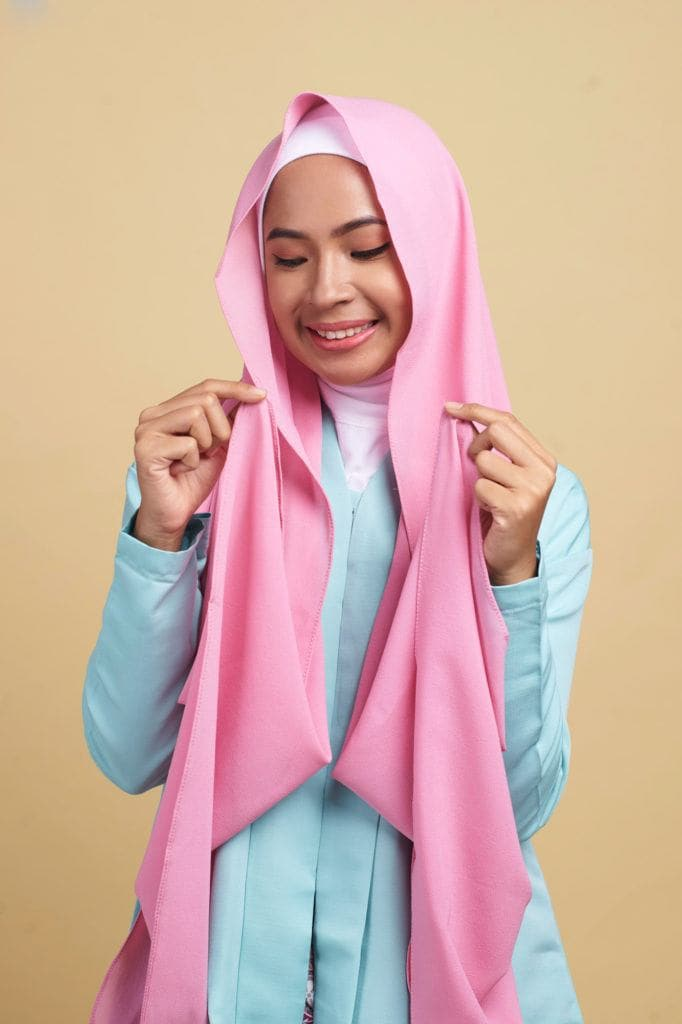 Hijab kebaya step 1 meletakkan hijab
