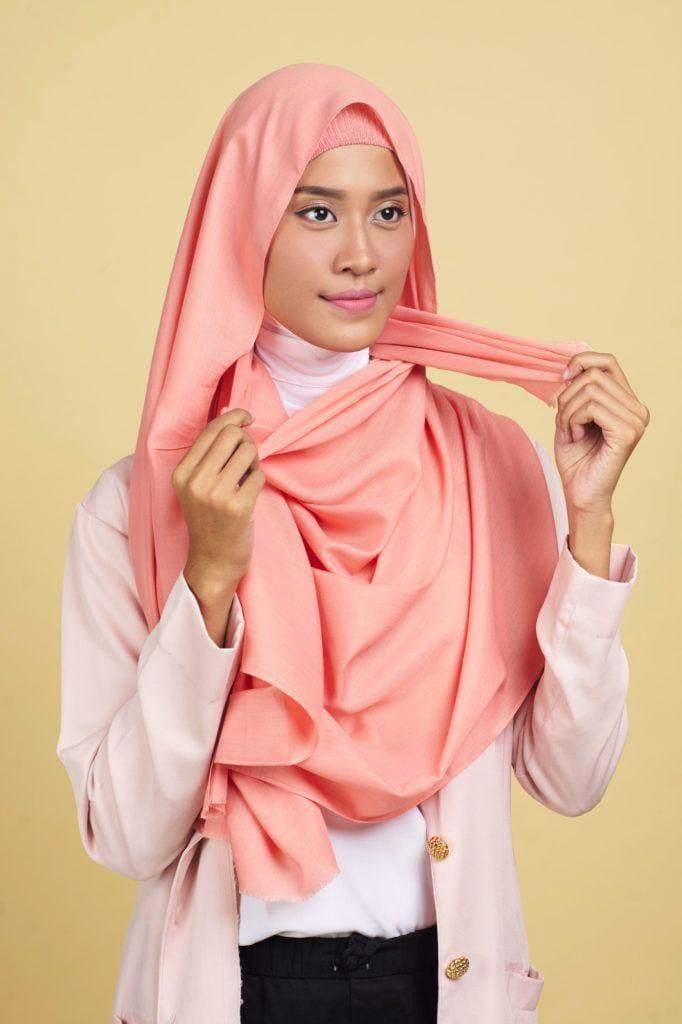 hijab-pashmina-step-3-menata-pashmina