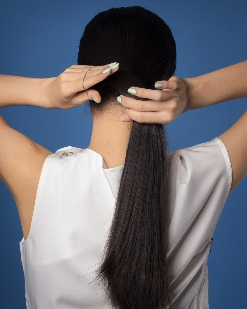 Wanita asia dengan gaya rambut sanggul kepang lilit