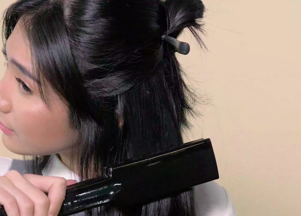 Wanita asia dengan rambut bob mencatok rambut glass hair