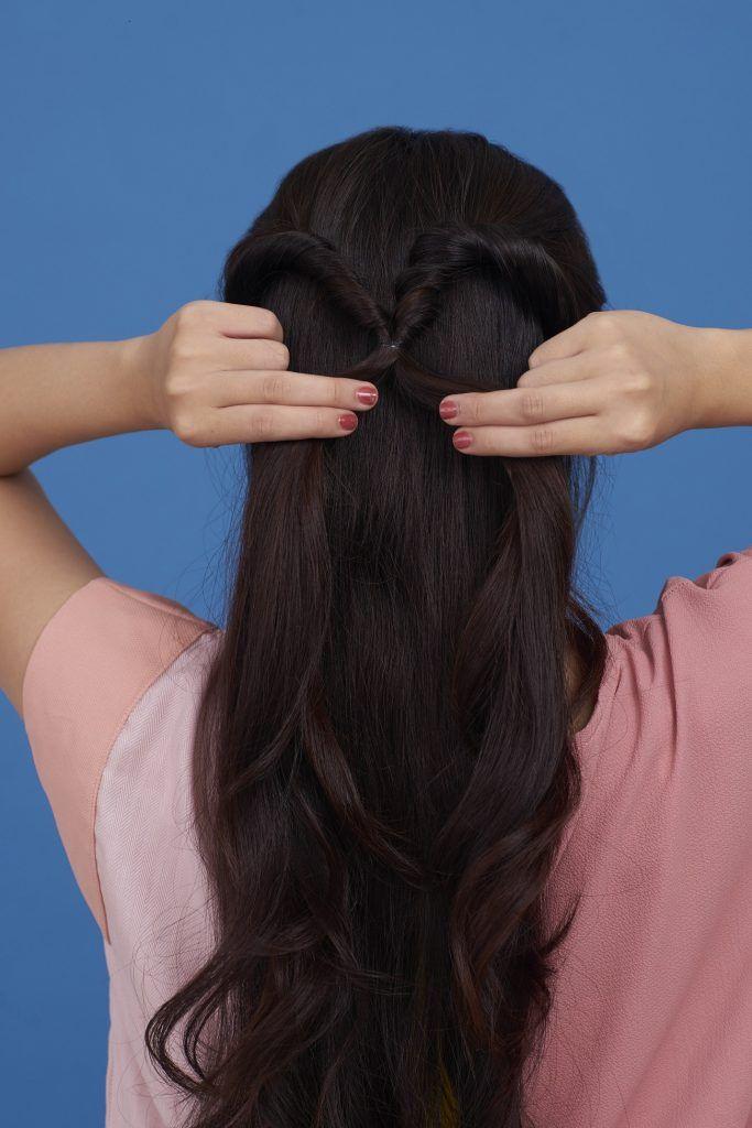 Wanita asia sedang membagi ponytail
