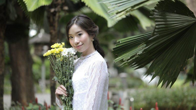 wanita-asia-berambut-hitam-dengan-gaya-rambut-flower-braid-ponytail-782x439.jpg