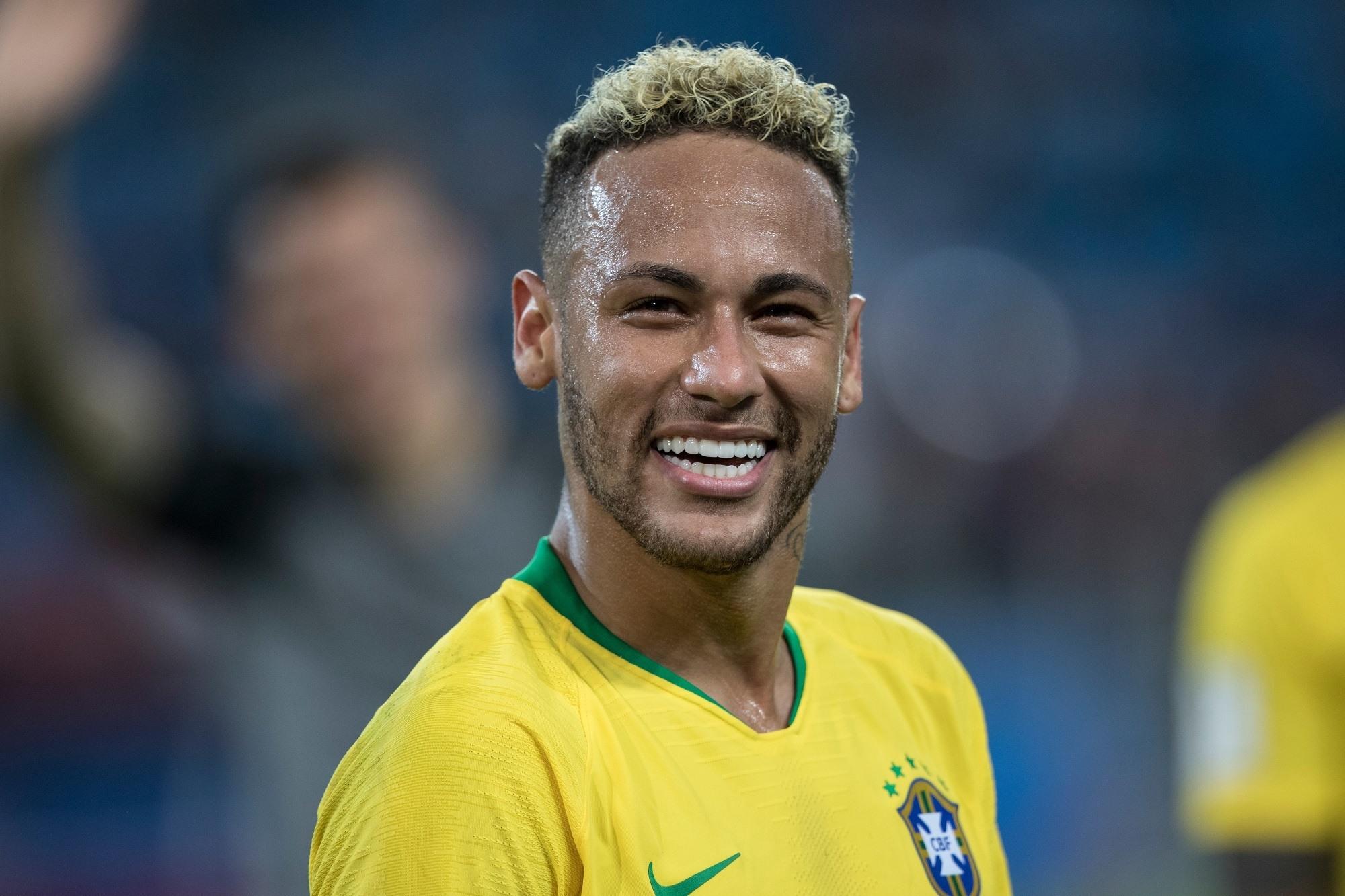 Gaya rambut faux hawk pesepak bola Neymar