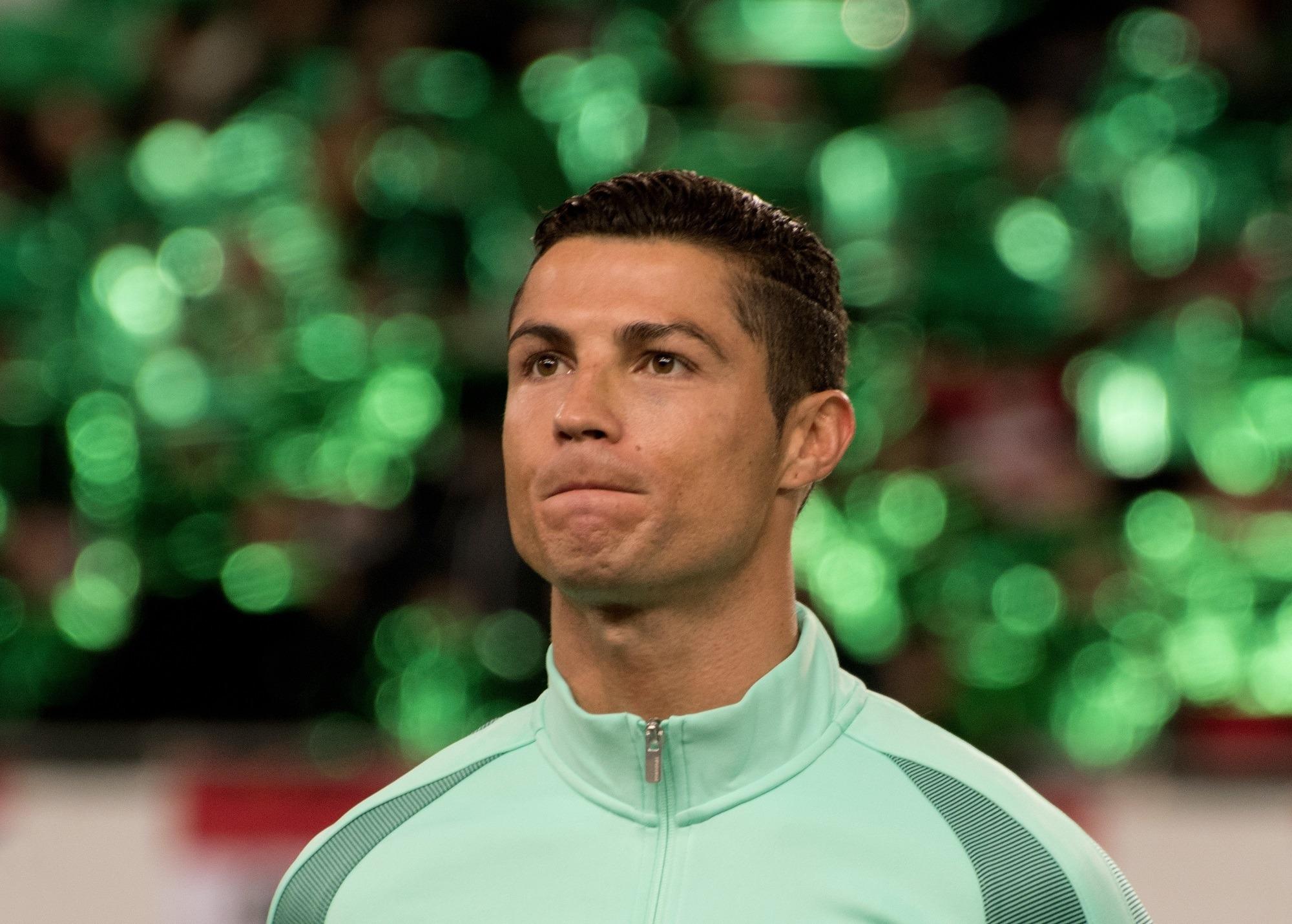 Gaya rambut sleek undercut pesepak bola Christiano Ronaldo