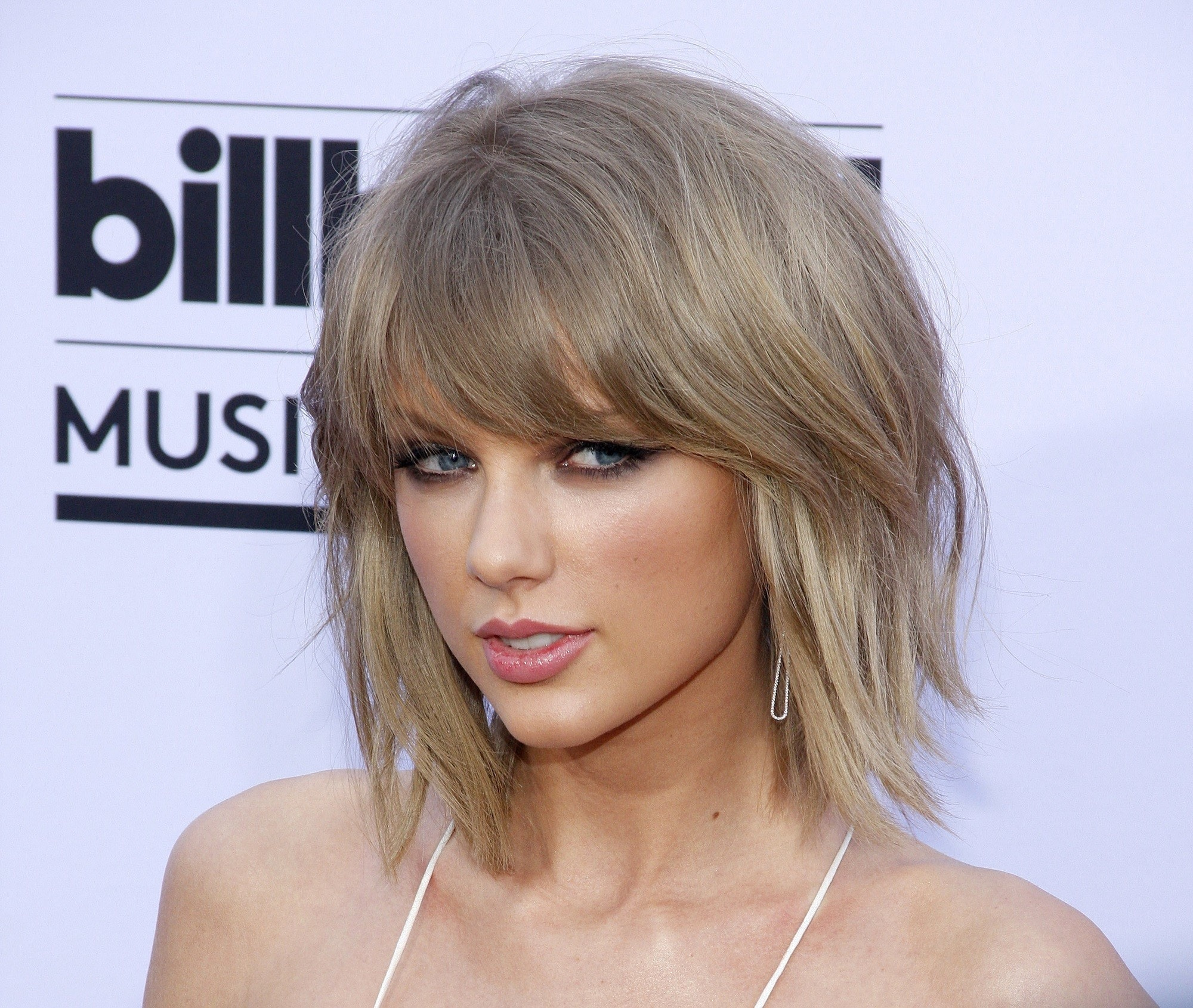 Taylor Swift dengan model rambut pendek untuk wanita karier