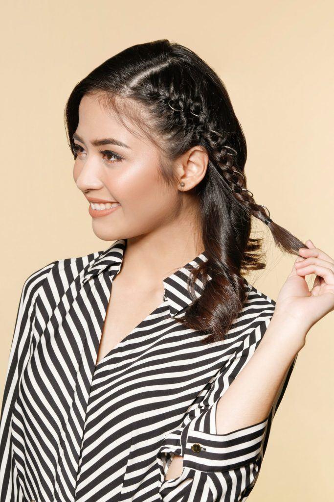 Wanita Asia dengan rambut kepang samping