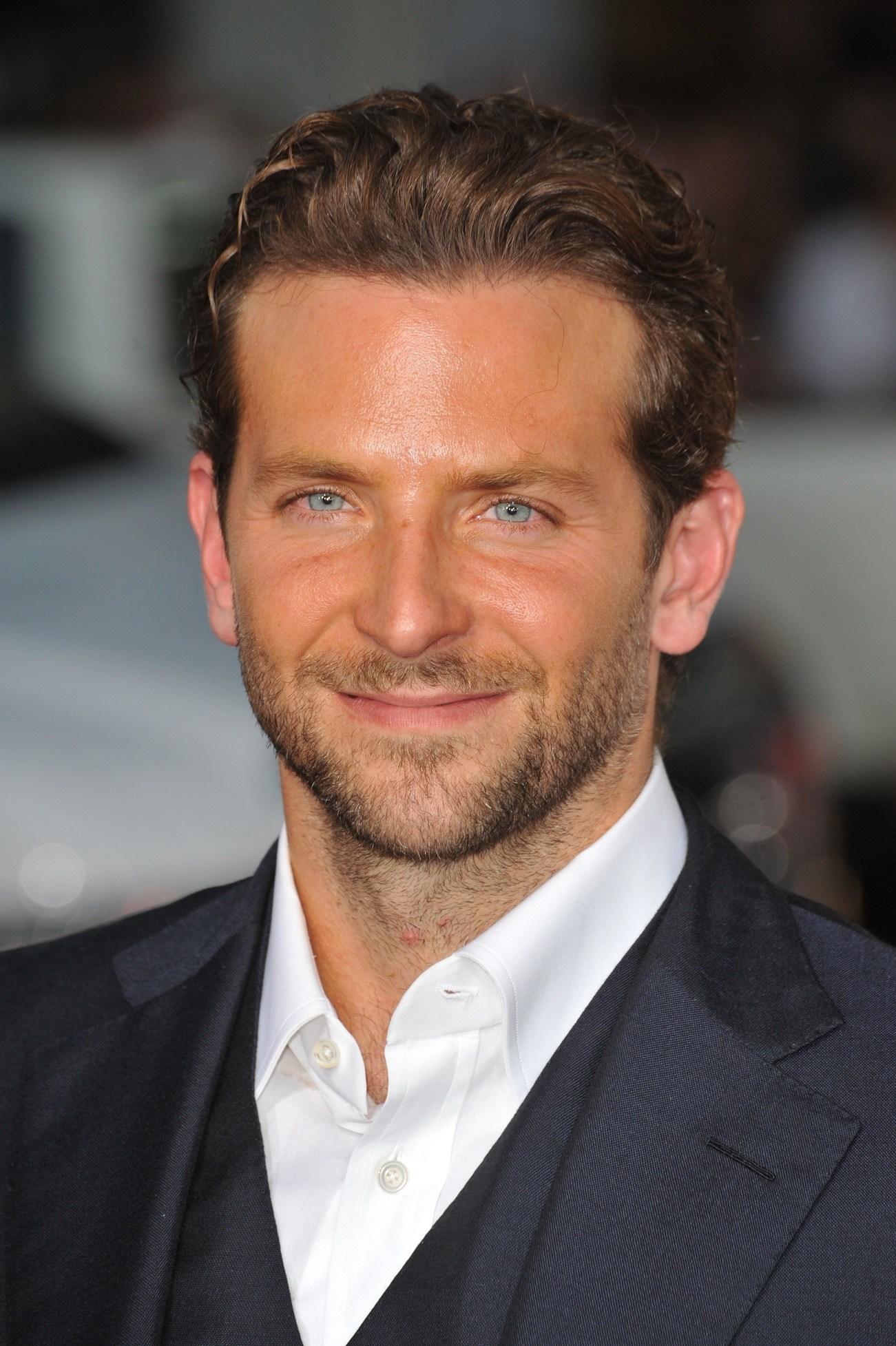 warna rambut mocha brown untuk pria kulit sawo matang Bradley Cooper