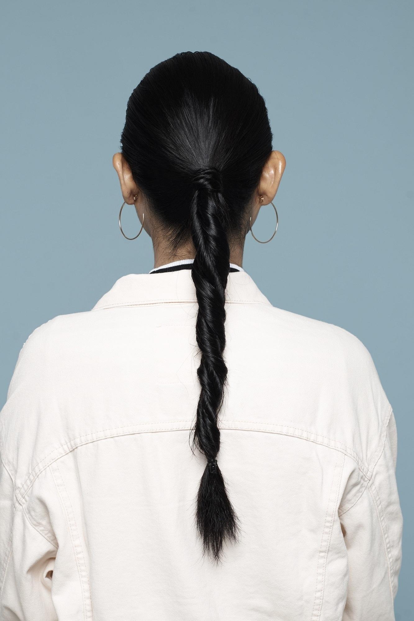 gaya rambut Double rope braid ponytail saat listrik mati
