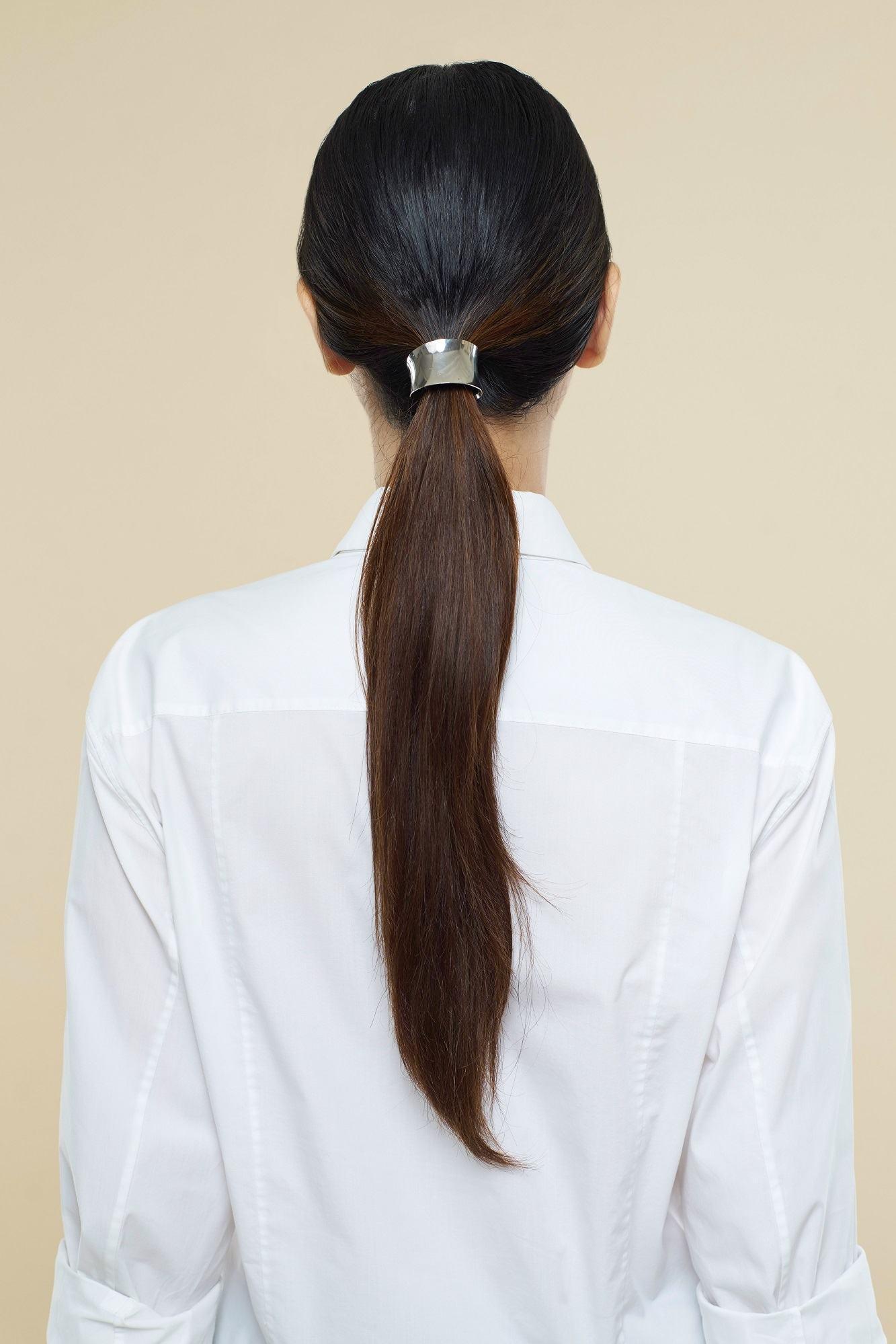 gaya rambut low ponytail