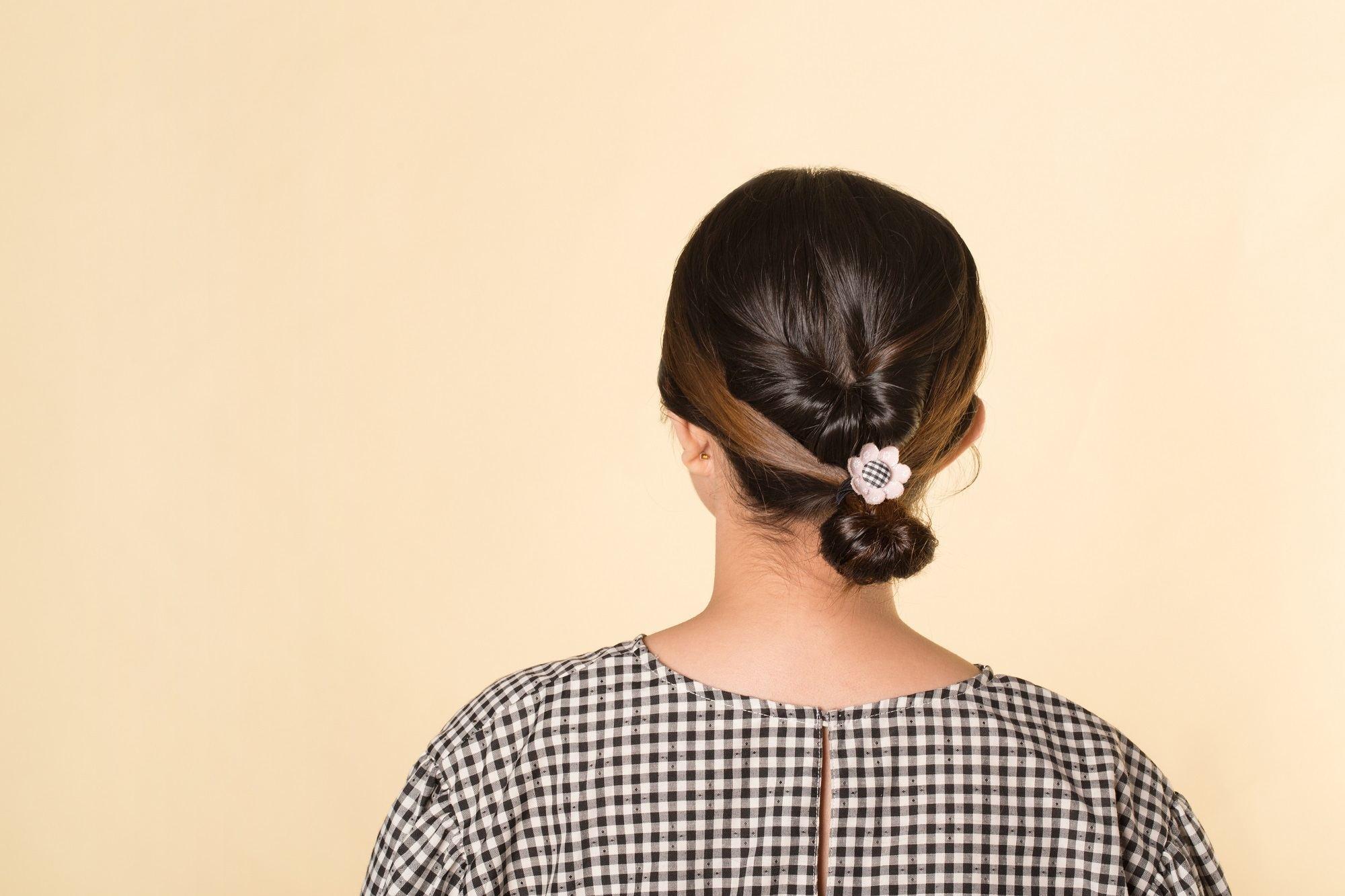gaya rambut Twist loop ponytail
