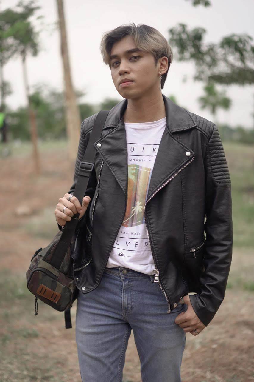 Pria Asia dengan gaya rambut korea ombre silver dan model two blocks haircut.