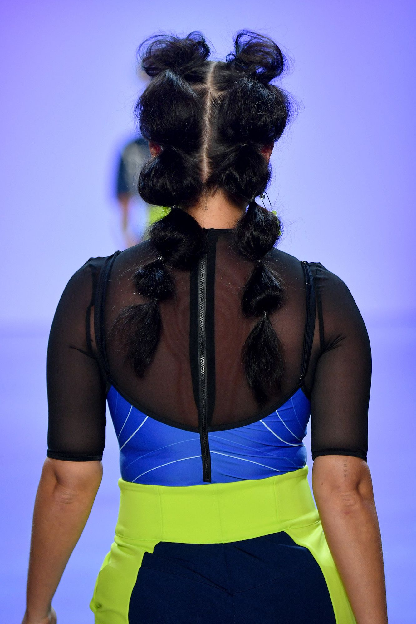 Tampak Belakang Bubble Ponytail pada TRESemme New York Fashion Week