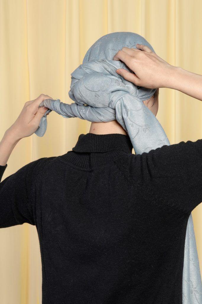 lilitkan syal turban