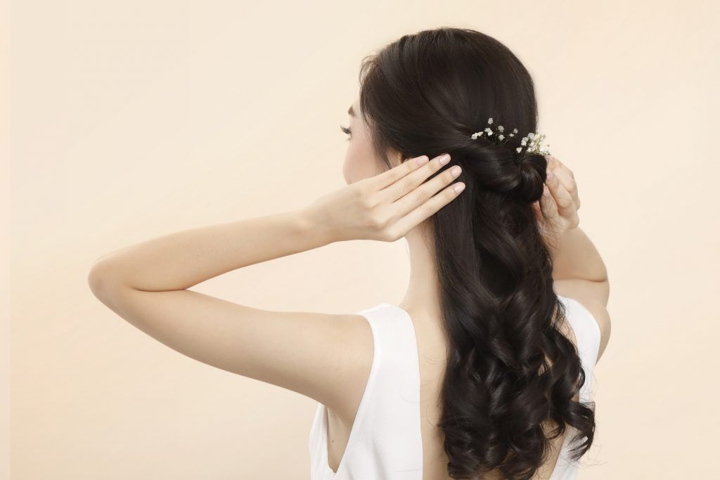Model rambut bridesmaid romantic half updo