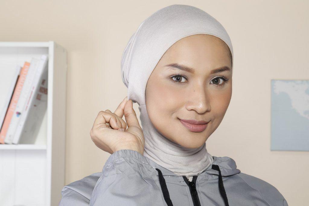 Wanita Asia memakai ciput ninja