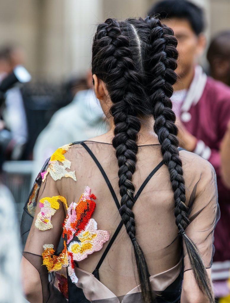 Dutch braid atau boxer braid pada wanita asia