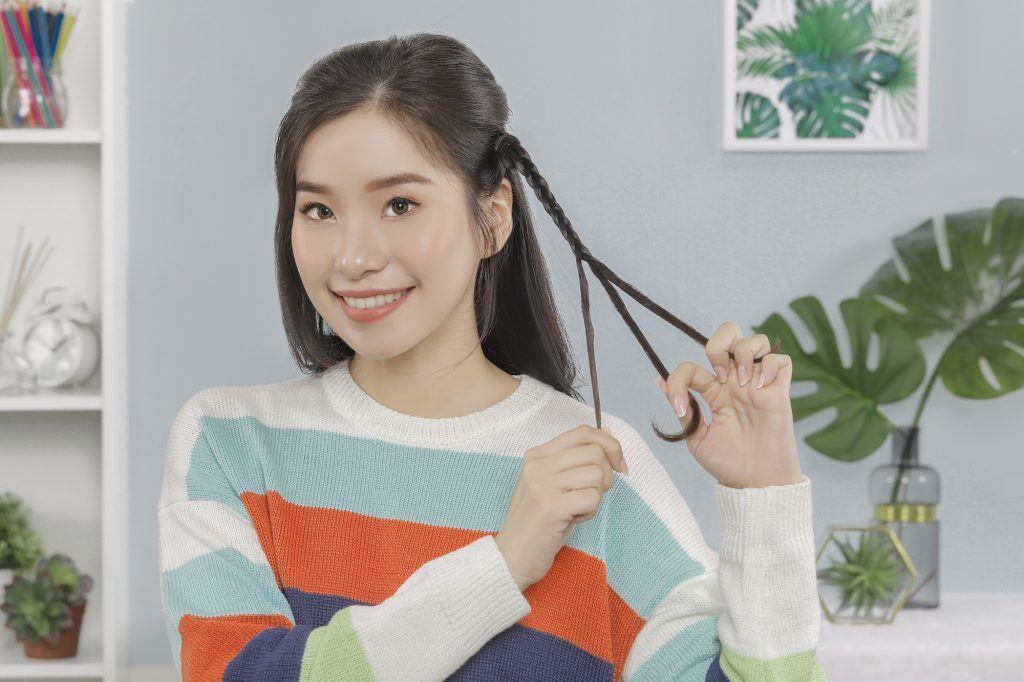 Gaya rambut simple dengan mengepang rambut