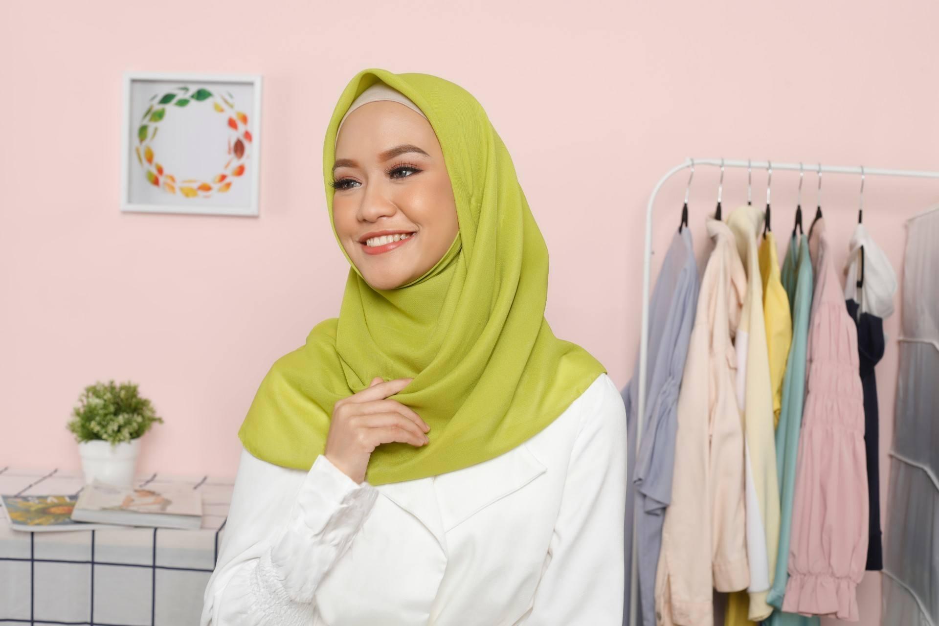 Tutorial Hijab Formal Untuk Wanita Karier Yang Elegan