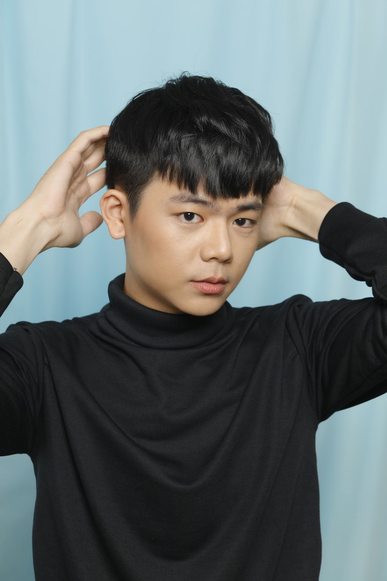 Sentuhan akhir two blocks haircut gaya rambut kpop