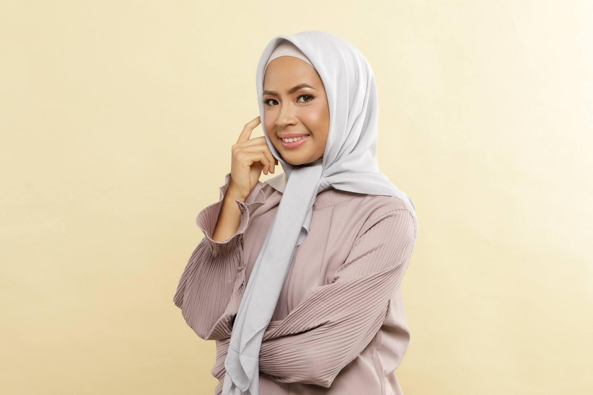 Tutorial Hijab Segitiga Yang Cantik Untuk Hari Spesialmu