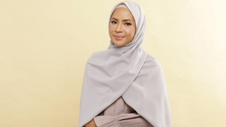 tutorial-hijab-simple-tanpa-peniti-4-782x439.jpg