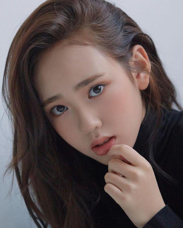 Kim Ji Young dengan warna rambutblack and brunette