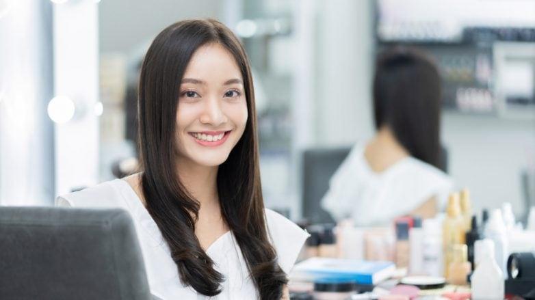 hari baik potong rambut untuk wanita asia