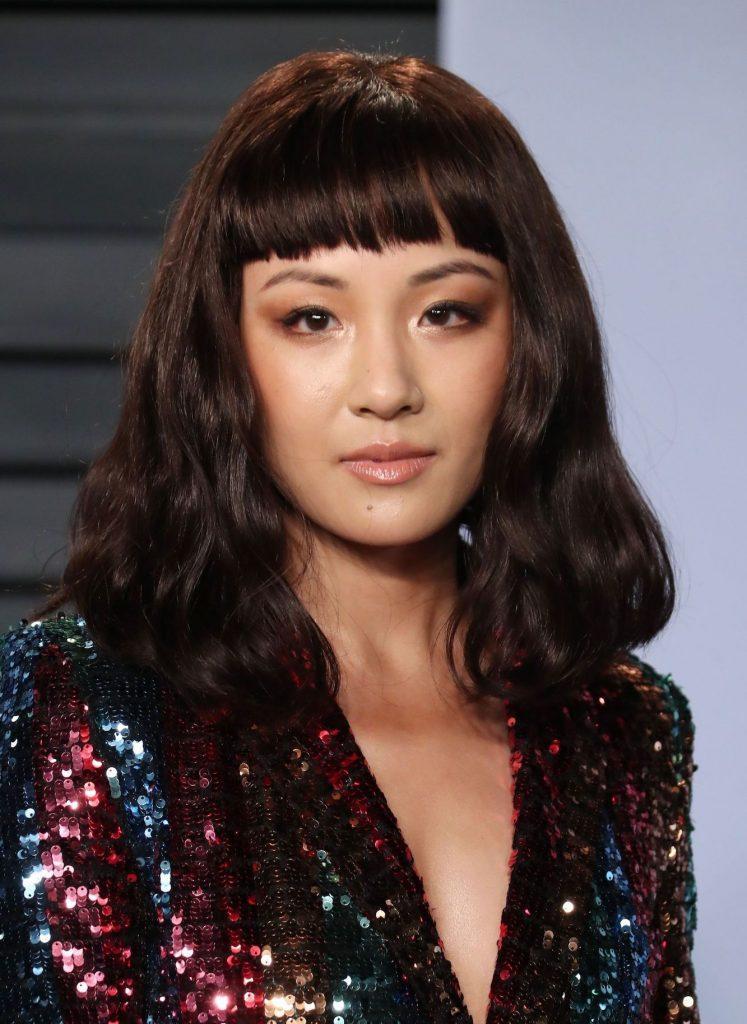 Constance Wu dengan model rambut bob dan micro bangs