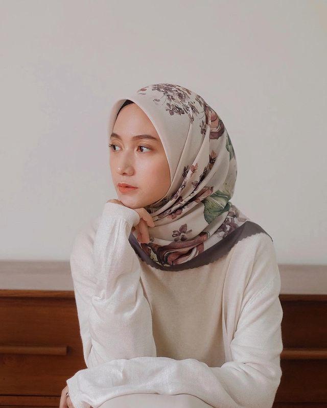 selebgram hijab nisa cookie dengan hijab bermotif