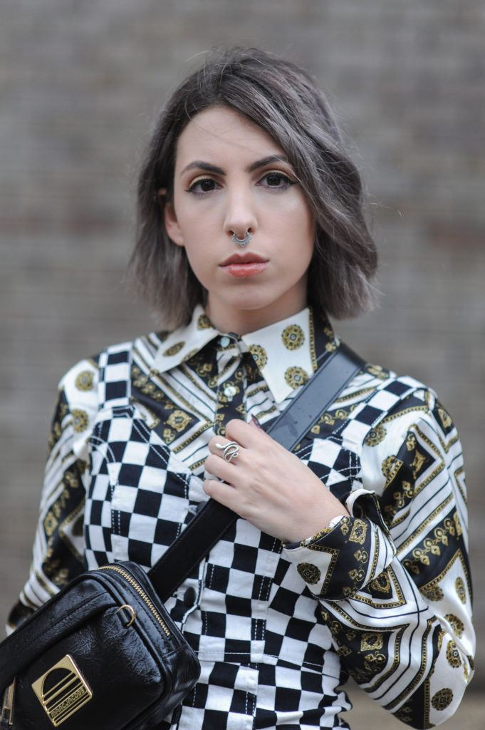 pelo gris bob corto mujer