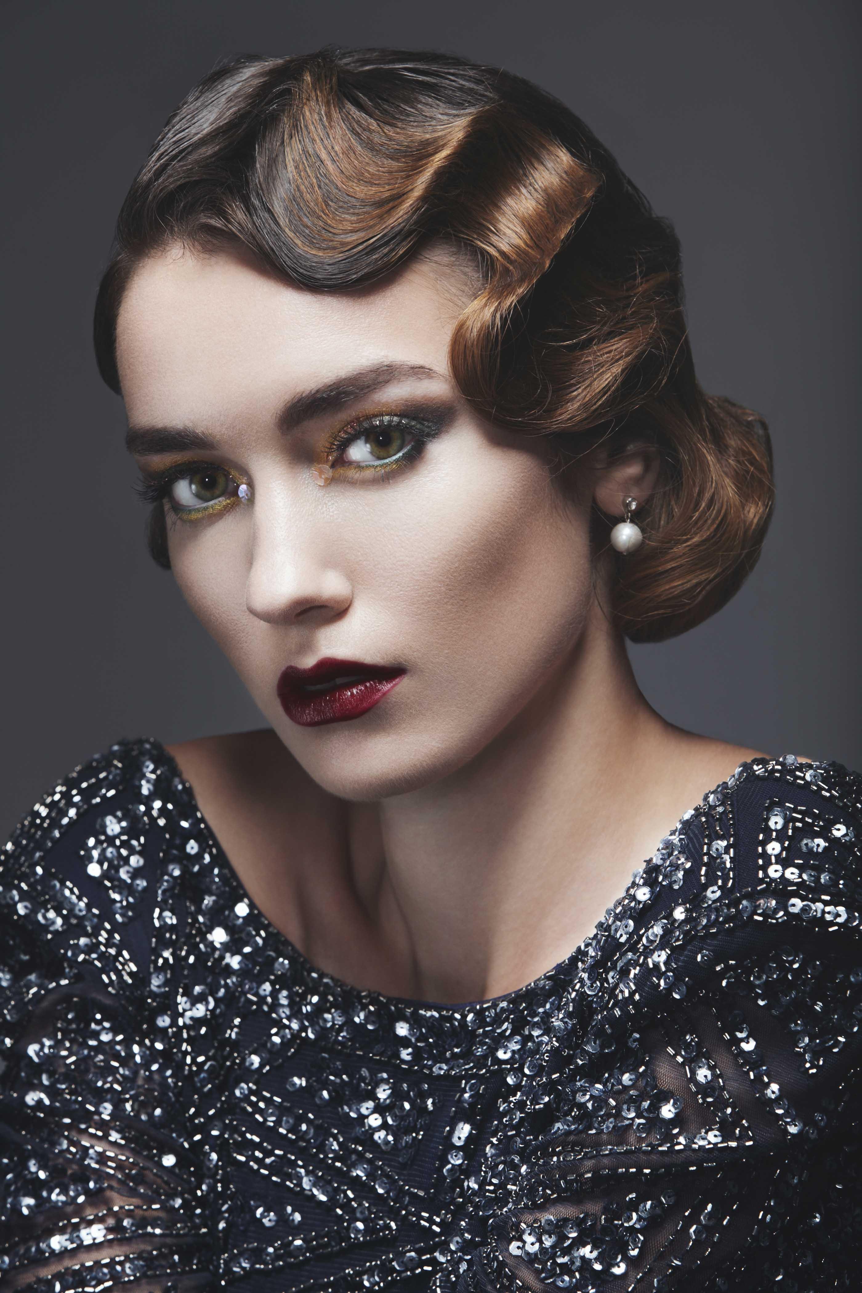 Mujer con peinado vintage