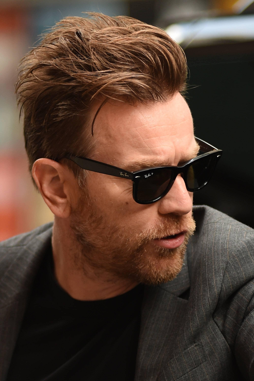 Ewan McGregor con estilo pompadour