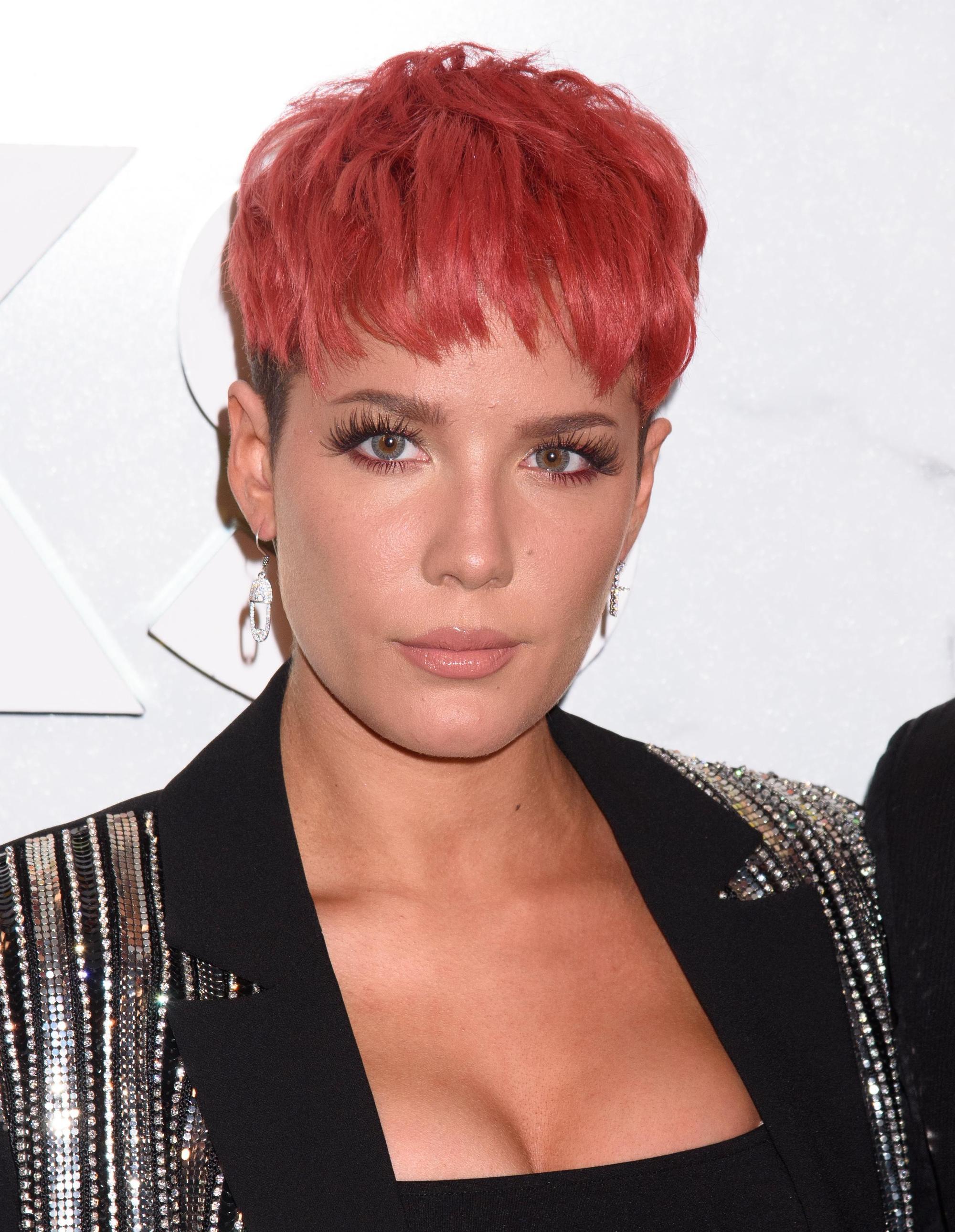 pelo rosa corto