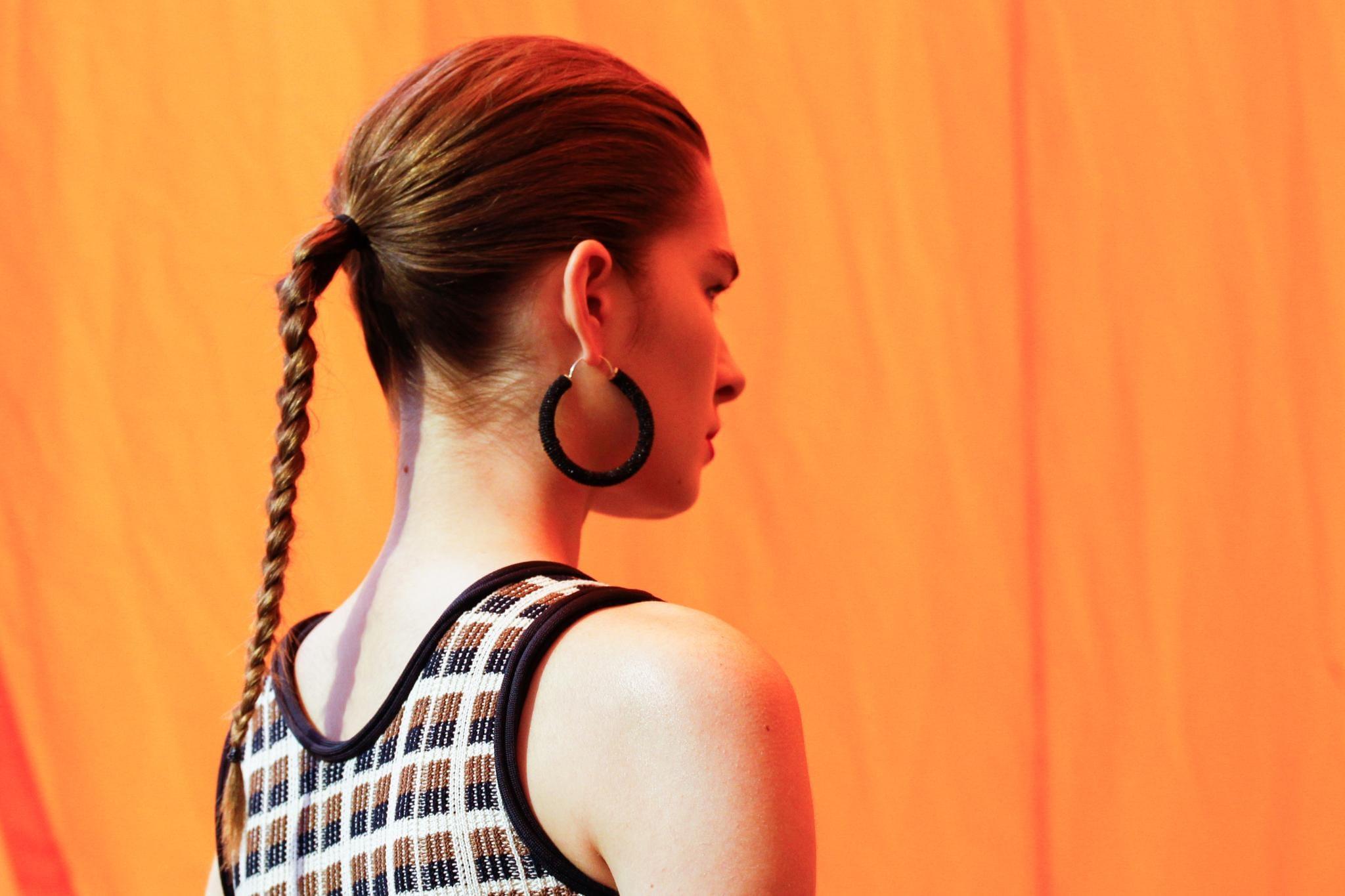 peinado recogido fácil cola alta con trenza efecto wet