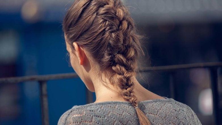 peinado recogido trenza francesa cosida castaño