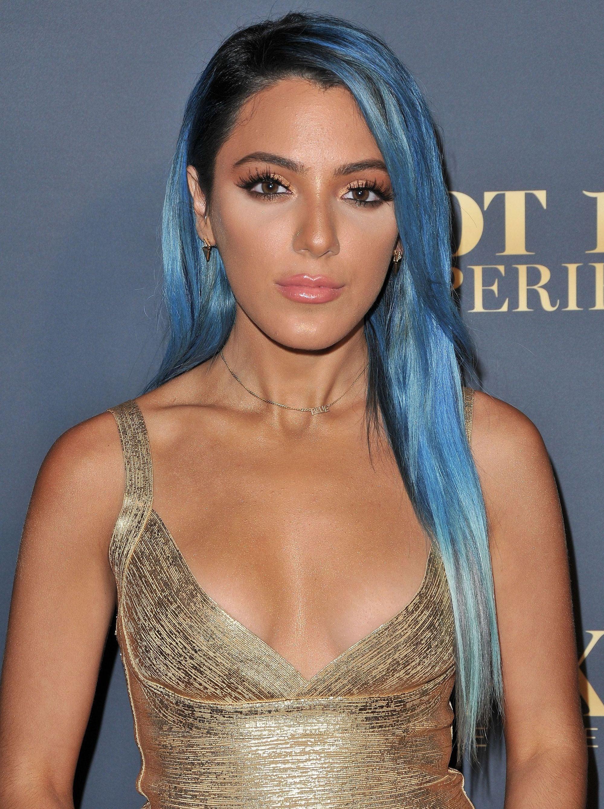 pelo largo azul
