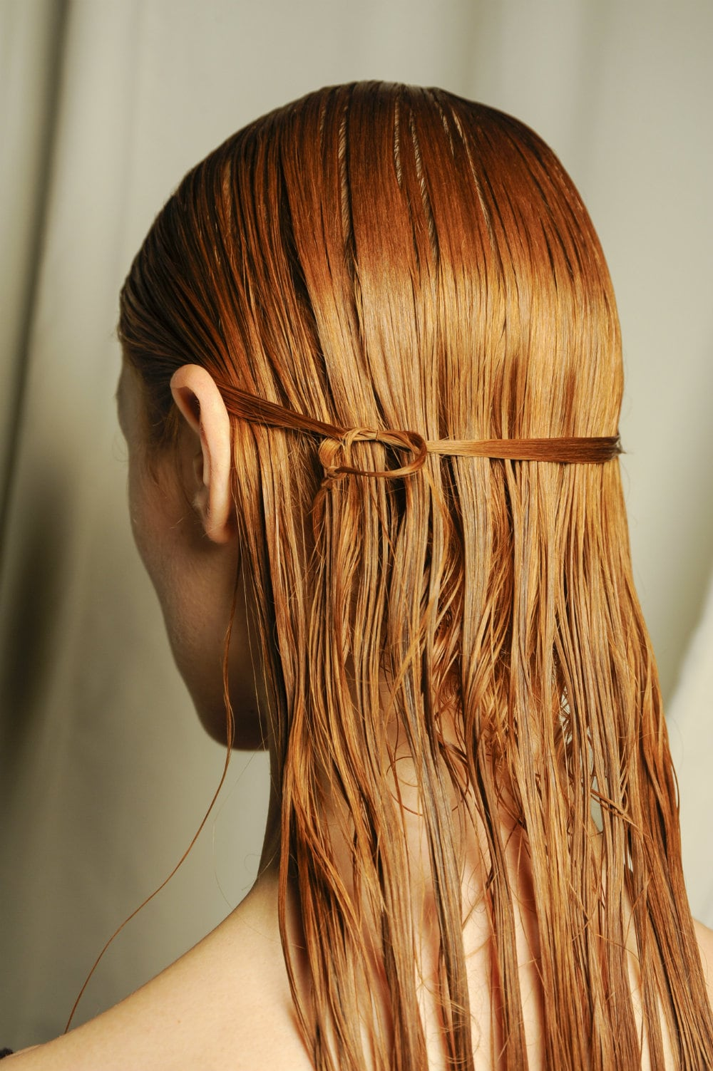 pelo largo rojizo naranja wet sucio mechón atado nudo