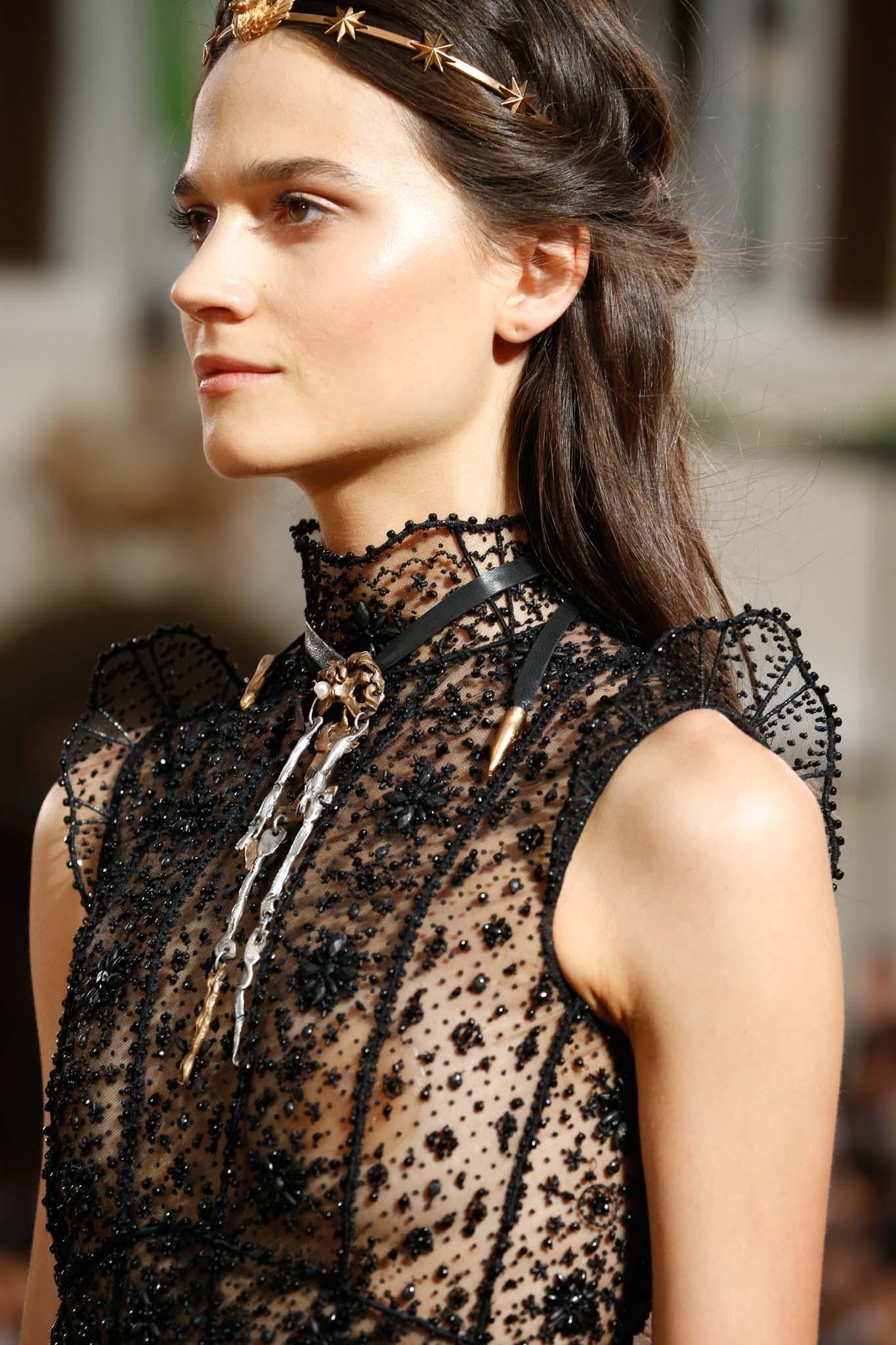 semirecogido con torzada tiara accesorio castaño valentino