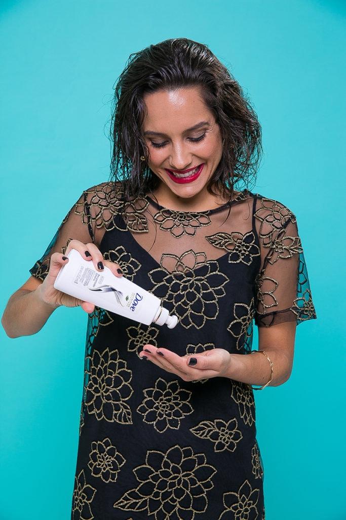 Paso a paso cuidado del pelo producto Dove Crema para Peinar Reconstrucción Completa