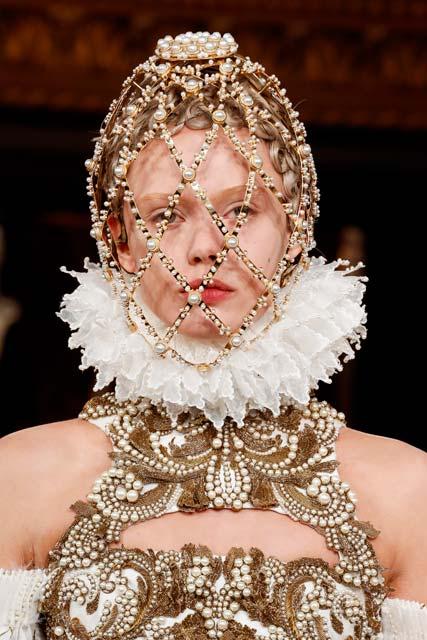 recogido pelo rubio con bucles malla tiara casco con perlas cristales mcqueen