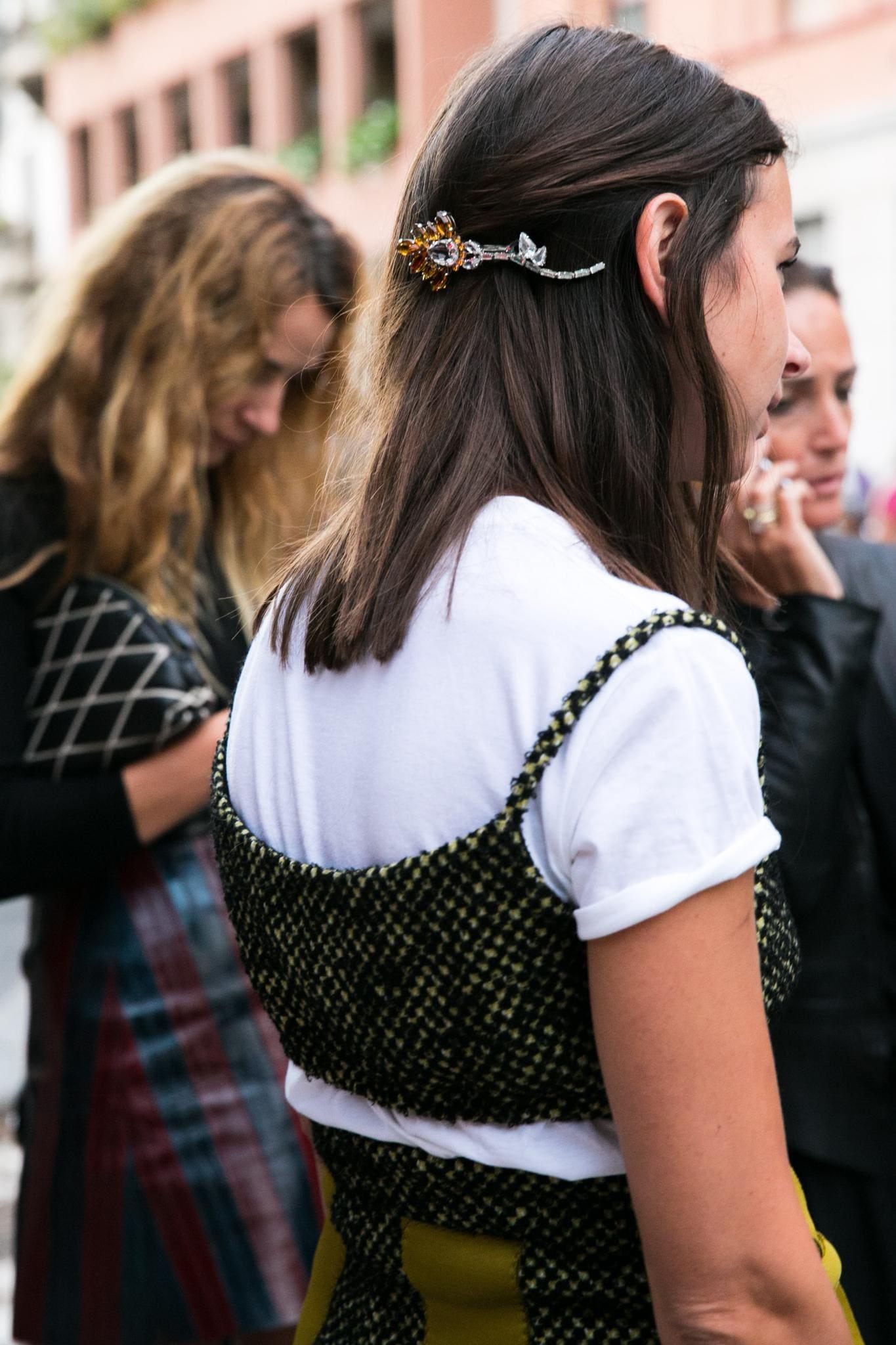mujer con peinado casual