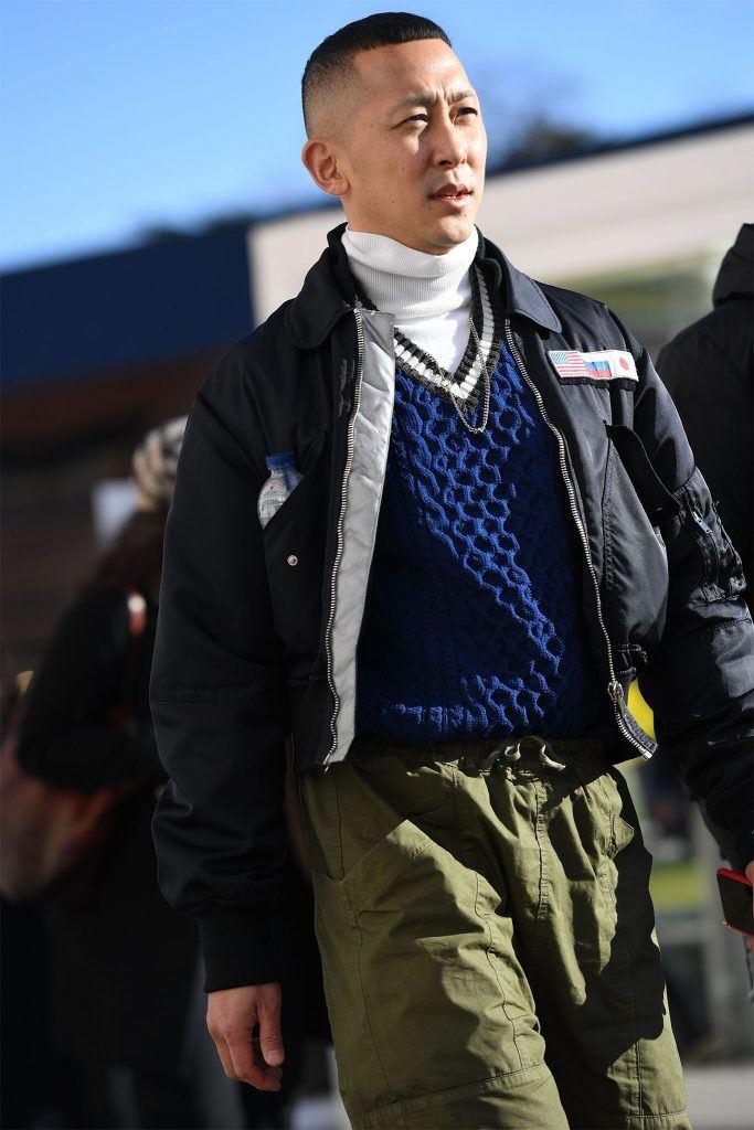 hombre con corte militar