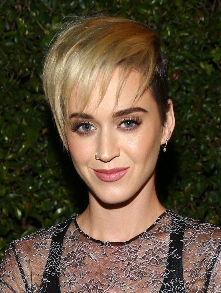 Katy Perry con corte pixie y flequillo
