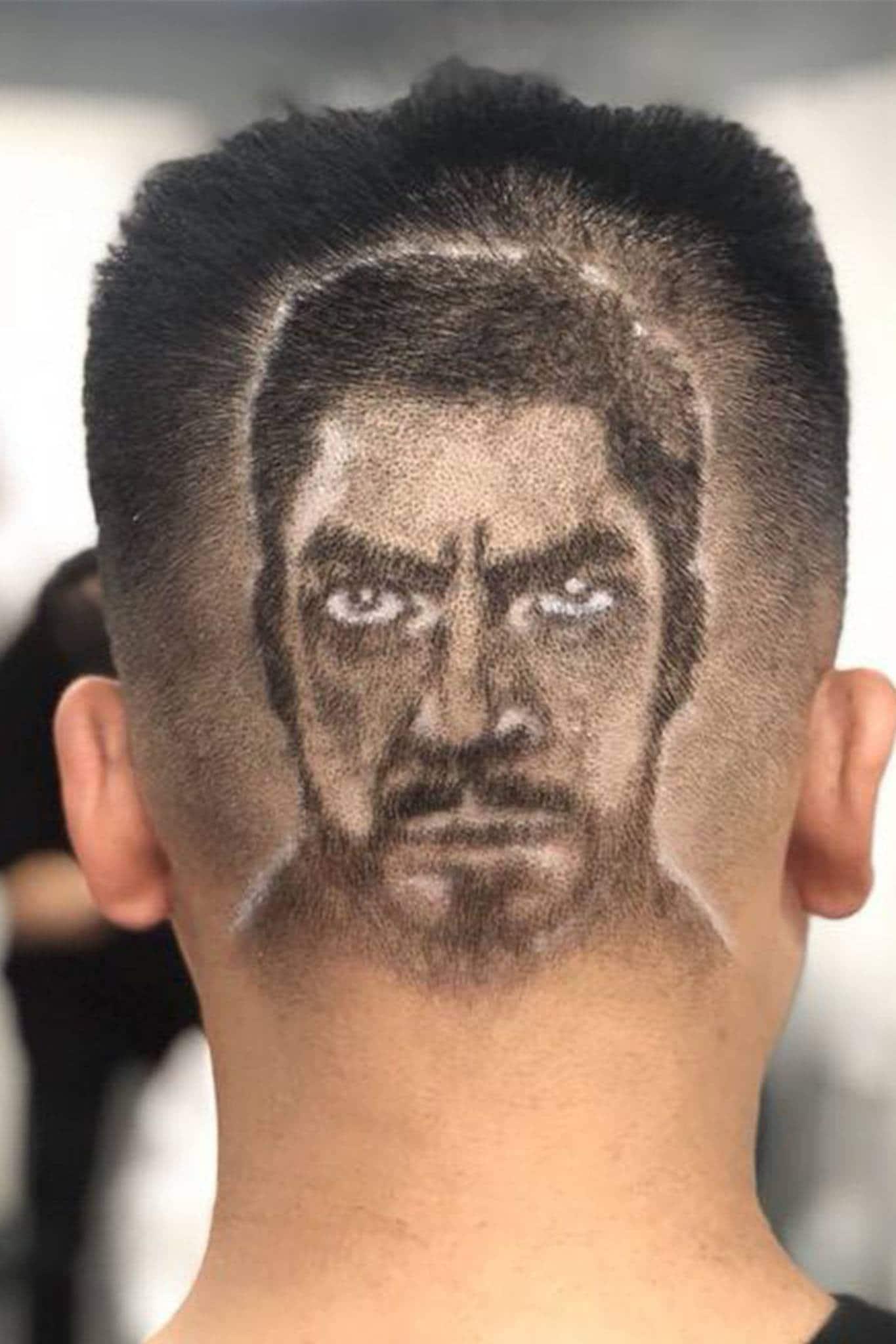 hombre con pelo rapado con forma de cara