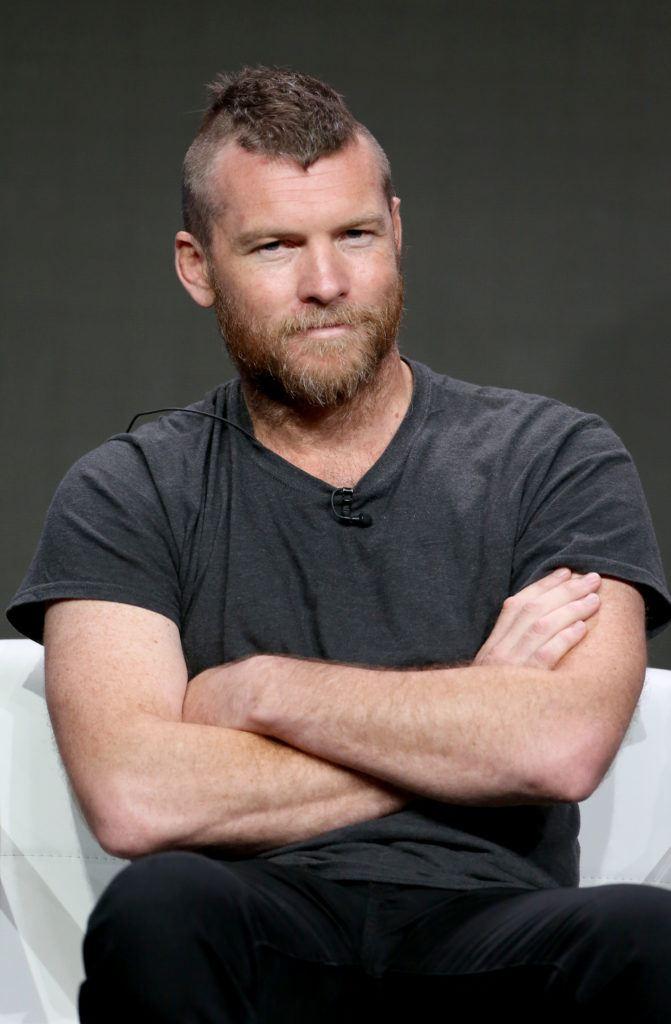 hombre corte mohicano con barba