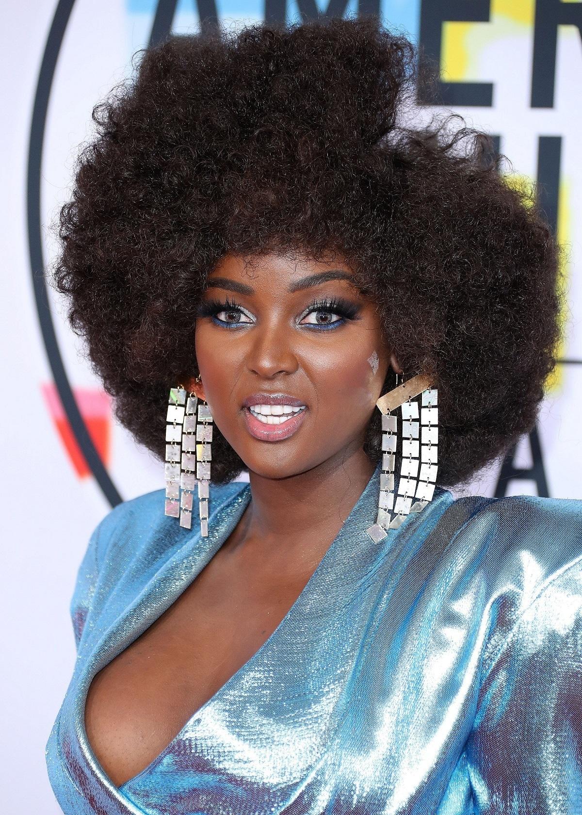 Amara La Negra en los AMAs con pelo afro