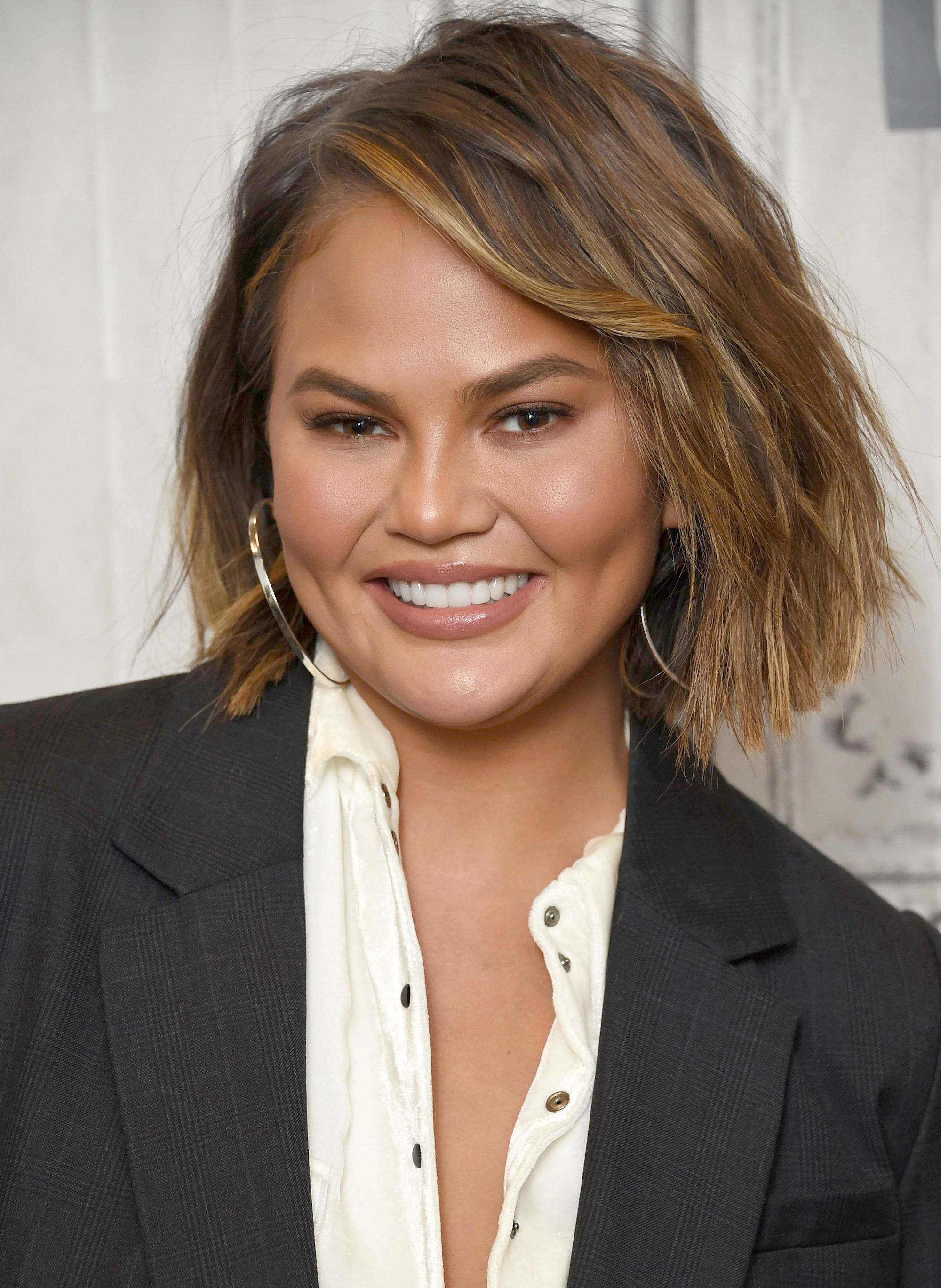 Chrissy Teigen con choppy bob