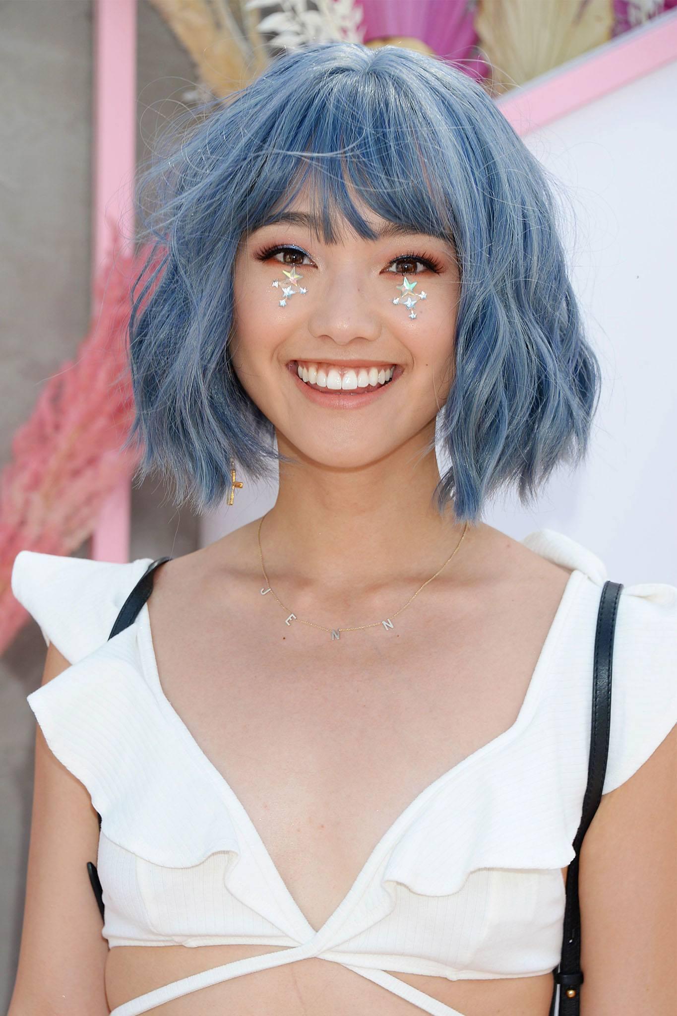 Jenn Im con pelo azul
